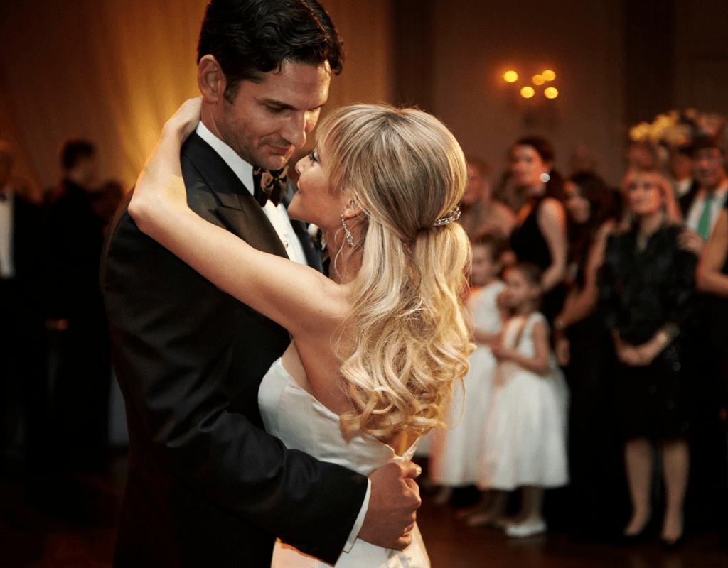 Melodii pentru dansul mirilor în funcție de tema nunții
