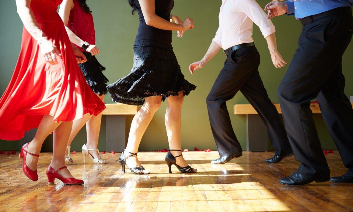 Cursurile de dans latino îți pun sângele, creativitatea și starea de spirit în mișcare